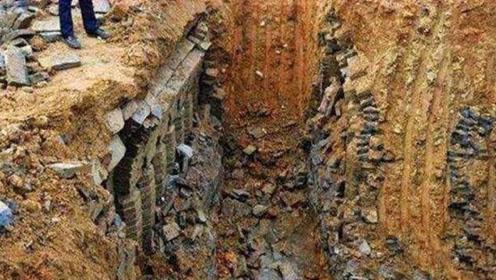 老农发现千年大墓,里面竟有大量盗墓贼尸骸,专家看后高兴了!