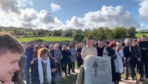 惊骇全球的诡异事件!一男子葬礼上,所有人哭着哭着突然全都诡异