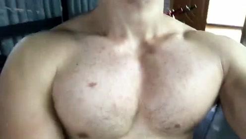 这样的胸肌,不知道你喜欢不喜欢