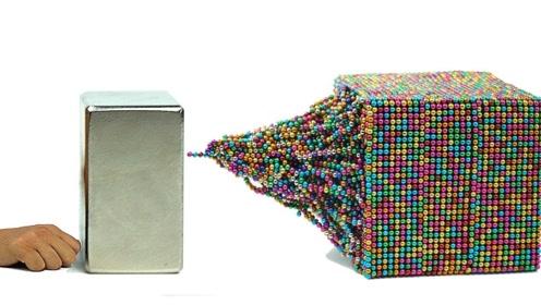 钕磁铁和大量磁珠放在一起,会是什么效果?一起见识下
