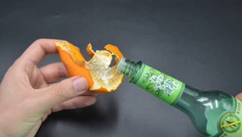今天才知道,花露水滴在橘子皮上,还有一个隐藏妙用,涨知识了