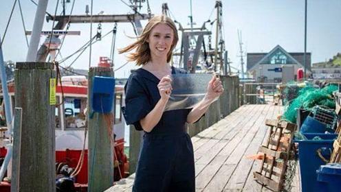 女大学生发明环保塑料袋,降解仅需4周,原材料竟来自鱼胆