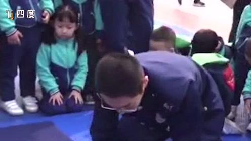 消防员教宝宝们叠被子时突遇出警 他们瞬间抱起了孩子......