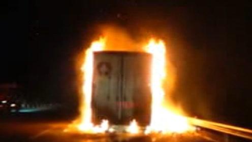 你的双十一快递可能被烧了:河南安阳一装有13吨快递的货车起火