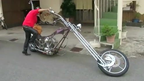 售价达26万的摩托车,车头总长超两米,看看老外是如何操作的!
