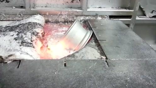 实拍废旧铝合金轮毂放进熔炉,瞬间熔化,真解压