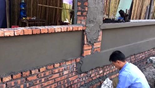 新来的抹墙灰师傅,工资开到9000,看完抹墙灰过程大家都服了