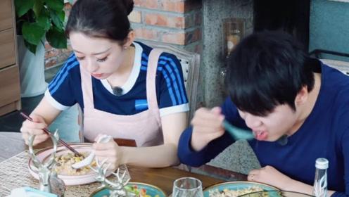 吉娜郎朗餐桌上吃饭时,谁注意吉娜下意识的举动?素质是装不出来的
