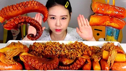 品尝美食:吃美味海鲜 面条