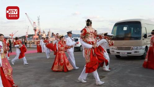 27对新人因任务推迟结婚 海军哥哥组团给了新娘一场最浪漫的婚礼