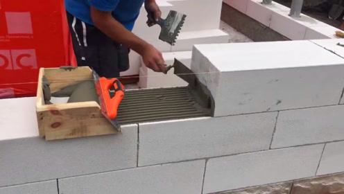 原来德国工人是这样砌砖的,慢工出细活?国内老师傅看完笑了!