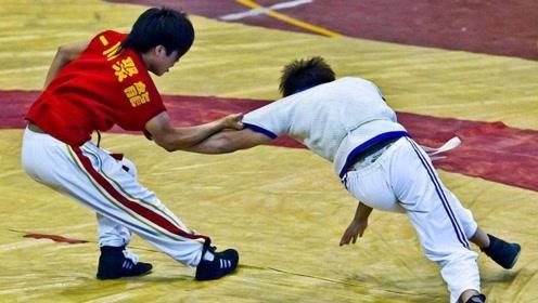 中国跤的威力,对手直接被摔懵!