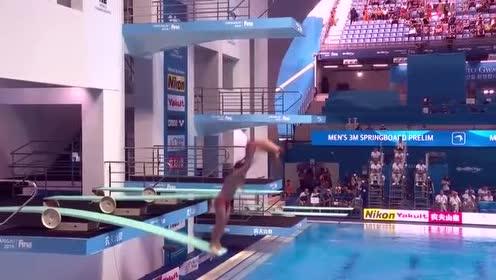 外国选手双人跳水,各跳各的毫不同步,报分时没脸看了!