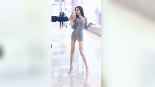 商场里遇到神仙颜值的小姐姐,这么美的腿,背后一定有不少故事吧?