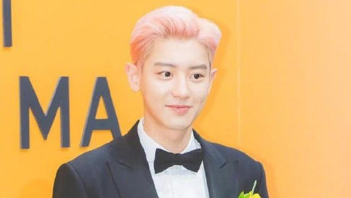 朴灿烈黑色西服套装搭配粉色头发 无修图的颜值来感受一下