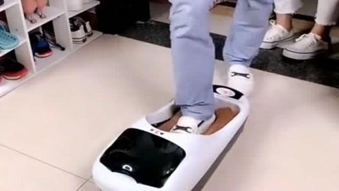 家里来客人地板搞得脏兮兮,入手了这款鞋膜机,避免了换鞋的麻烦!