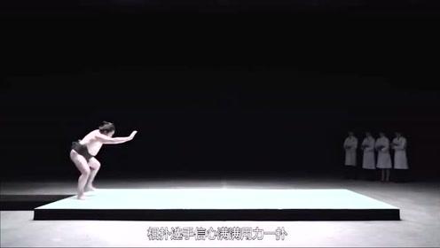 日本奇葩测试强力胶水,相扑选手用力一扑,肚子的状况让人想笑
