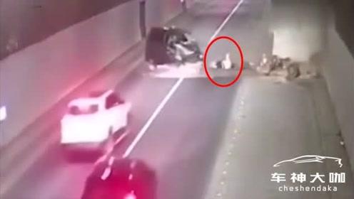司机不系安全带,发生事故直接甩出车外!