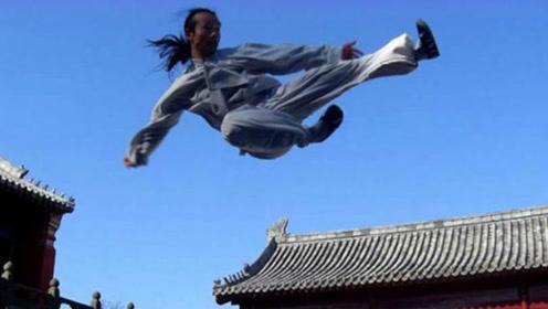 外国小哥挑战中国功夫,武当传人三步上墙,小伙目瞪口呆