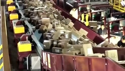 中国快递真速度,眼前的这一幕让我开眼了,网友:双十一厉害了!