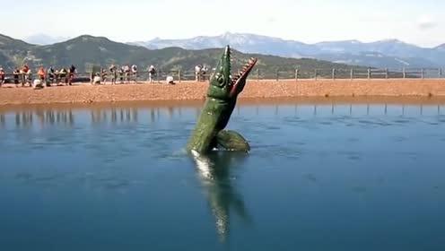 为了吸引游客!竟在湖中造了个水怪!