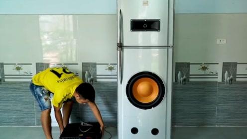 男子找了个报废电冰箱,看他如何改造成音响,我彻底被惊艳了
