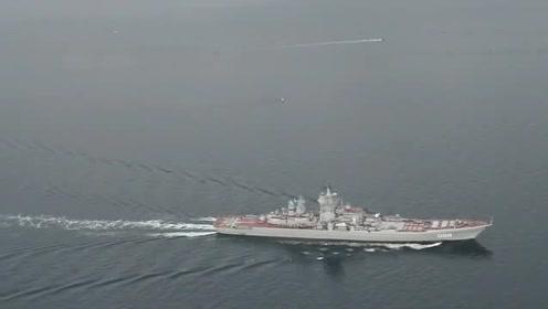 """""""基洛夫""""级核动力巡洋舰与""""台风""""级核潜艇通过丹麦大贝尔特海峡"""