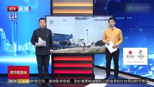 湖北荆州:校车渡口滑入长江 工作人员跳河3分钟救出3人