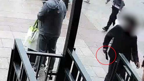 """夫妻北京站内偷手机,两三秒就得手,被抓后称是""""手欠"""""""
