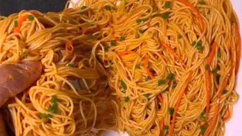 老外第一次喝中国汤,都有哪些神反应?反正看一遍笑一遍
