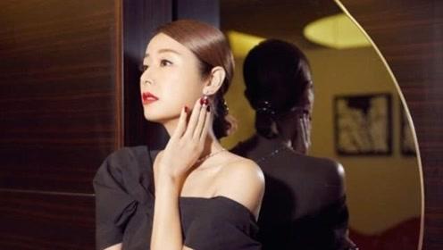 林心如出席活动,穿黑色露肩套装高贵典雅,涂大红唇气场全开