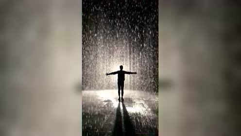 沙迦的这个网红雨屋,会让人有一种洗涤心灵的沉浸式体验