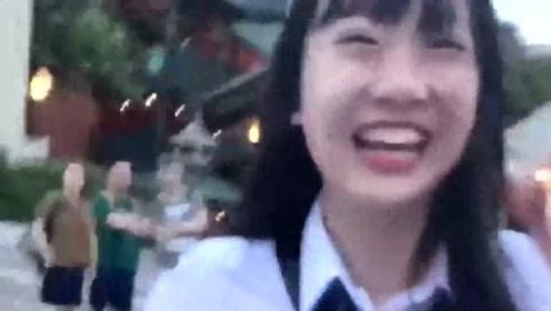 街头偶遇日本萌妹,同样的年纪,在国内真的看不到这么清纯的女孩