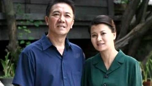"""他是""""李云龙"""",净身出户娶陈道明的心上人,相差13岁恩爱至今"""