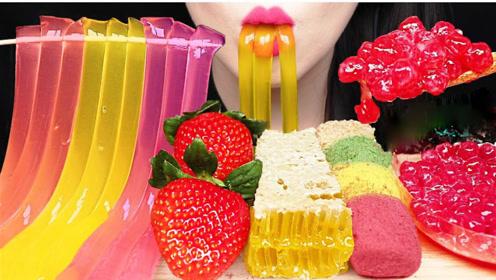 美女吃网红流行的甜食,每一种都是不一样的味蕾体验,您最爱哪种呢?