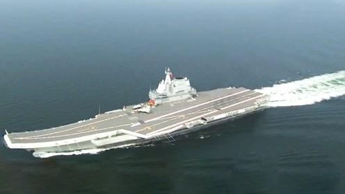 首艘国产航母穿越台湾海峡 舰岛明显缩小