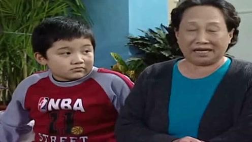 """77岁""""刘星姥姥""""逛地摊被偶遇 身体硬朗气色不错"""