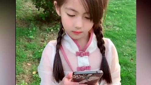 爸妈的颜值要多高才能生出这么漂亮的女儿,网友:最多等你十年