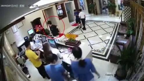 警方公布英驻香港总领馆雇员嫖娼审讯视频
