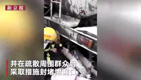 G6京藏高速12车相撞 1人受伤油罐车泄漏