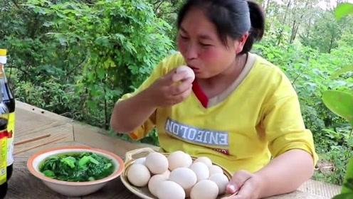 还没孵化的毛鸡蛋也好吃?胖妹最喜欢吃成型脑袋,20个吃完意犹未尽