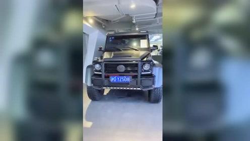 奔驰大G6x6价值近千万,奔驰家族的SUV王者!