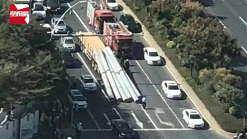 悲剧!汕头一货车满载水泥柱滑落,压扁驾驶室,致司机死亡