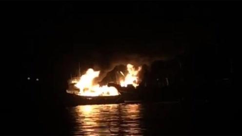 东平码头多艘渔船起火 整个码头浓烟滚滚