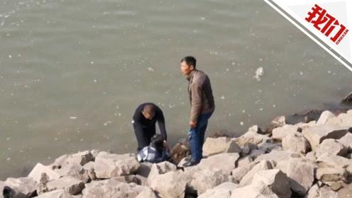 女儿送的金戒指掉进钱塘江 不会游泳的妈妈去捞被冲出十几米远