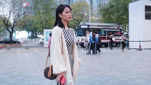 三里屯街拍:女要俏一身孝,秋冬时节穿白衣的潮人时尚俏丽最动人