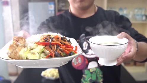 办公室1男2女做了4个菜,女同事抱怨菜太多,要求菜量减半