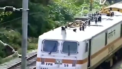 印度专家说中国高铁已经过时了,这是什么意思?看完你就明白了
