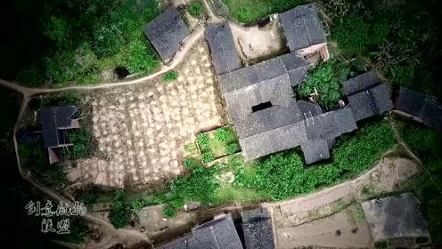 航拍山清水秀山村,只有一家人还生活在这里,到底是为什么?