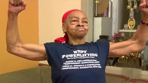 歹徒闯家门,82岁老妇举桌单挑:我很猛的